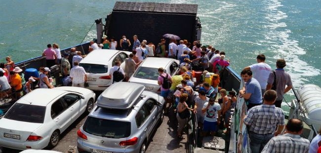 Crimean Ferry Line stops freight services May 1