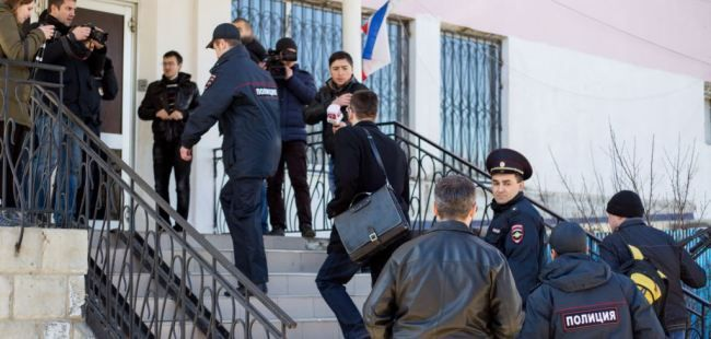 Activists detained over  Ukrainian flag in Crimea released