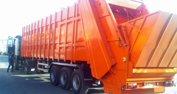 Garbage truck carrying meat stopped from entering Crimea