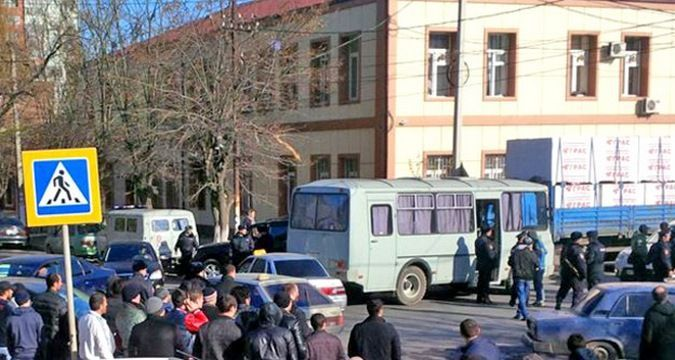 Crimea: Police captured and took away over 100 Muslims
