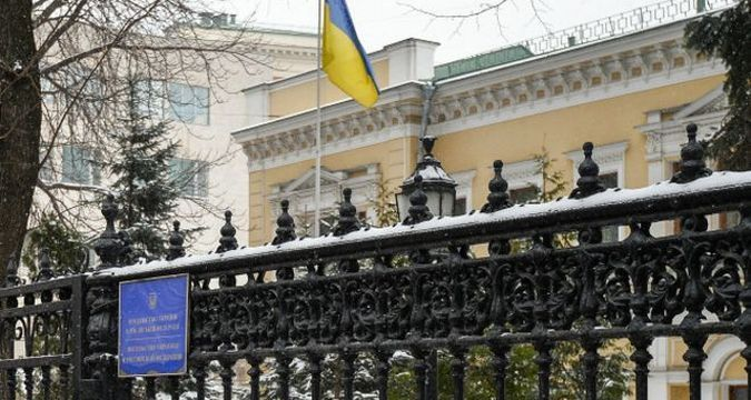 Ukrainian Embassy in Moscow pelted with eggs by hooligans