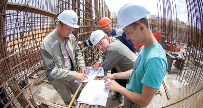 Holidays of Russian students: They build Kerch bridge
