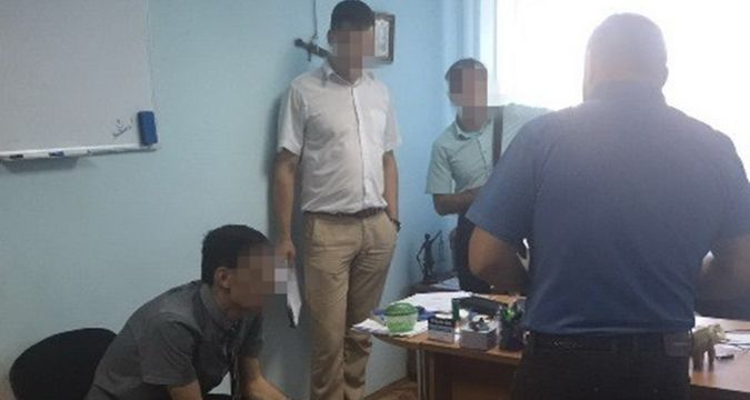 Prosecutors detained in bribe sting