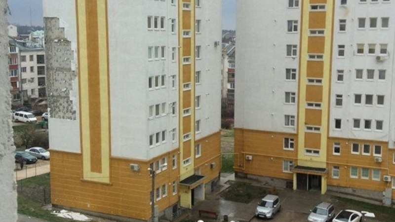 Houses built less than a year ago in Crimea fall off