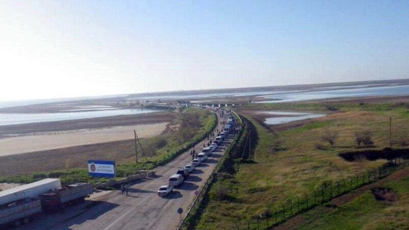 Invaders almost blocked entry to Crimea from mainland