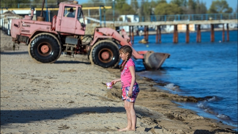 """New way to """"clean beaches"""" in Crimean city of Yevpatoria"""