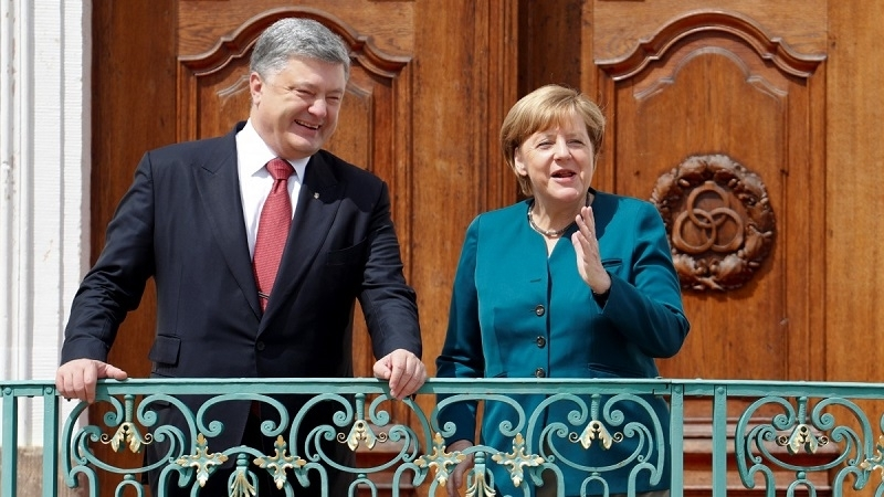 It became known what Poroshenko and Merkel discussed