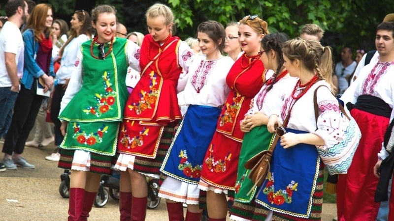 Ukrainians walked through London center in national clothes