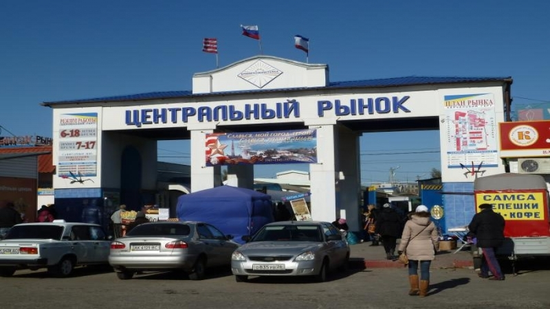 Police seizing Ukrainian products from entrepreneurs in Crimea