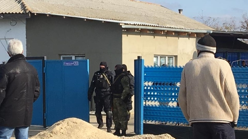 Security forces searching Crimean Tatars: Video from the scene