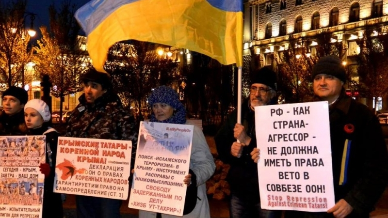 Activists in St. Petersburg held pickets in support of Crimean Tatars