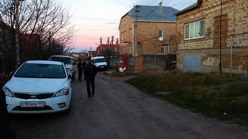 Security officials searching homes of Crimean Tatars in Simferopol