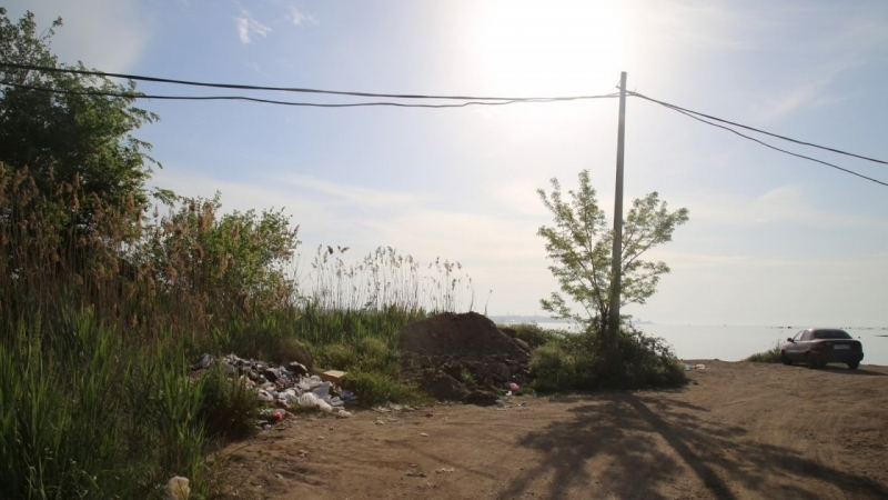 Garbage dump emerged on the beach in the center of Kerch